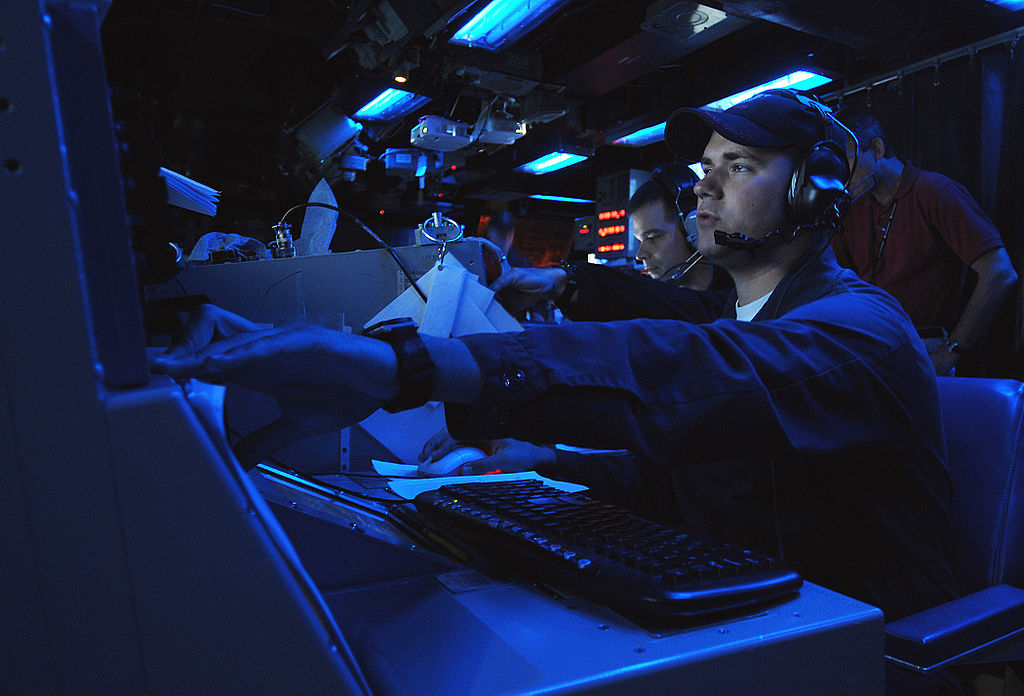 US_Navy_090618-N-3666S-022_Lt._Dan_Supple_participates_in_a_Fleet_Synthetic_Training_(FST)_exercise_aboard_the_guided-missile_cruiser_USS_Chosin_(CG_65).jpg