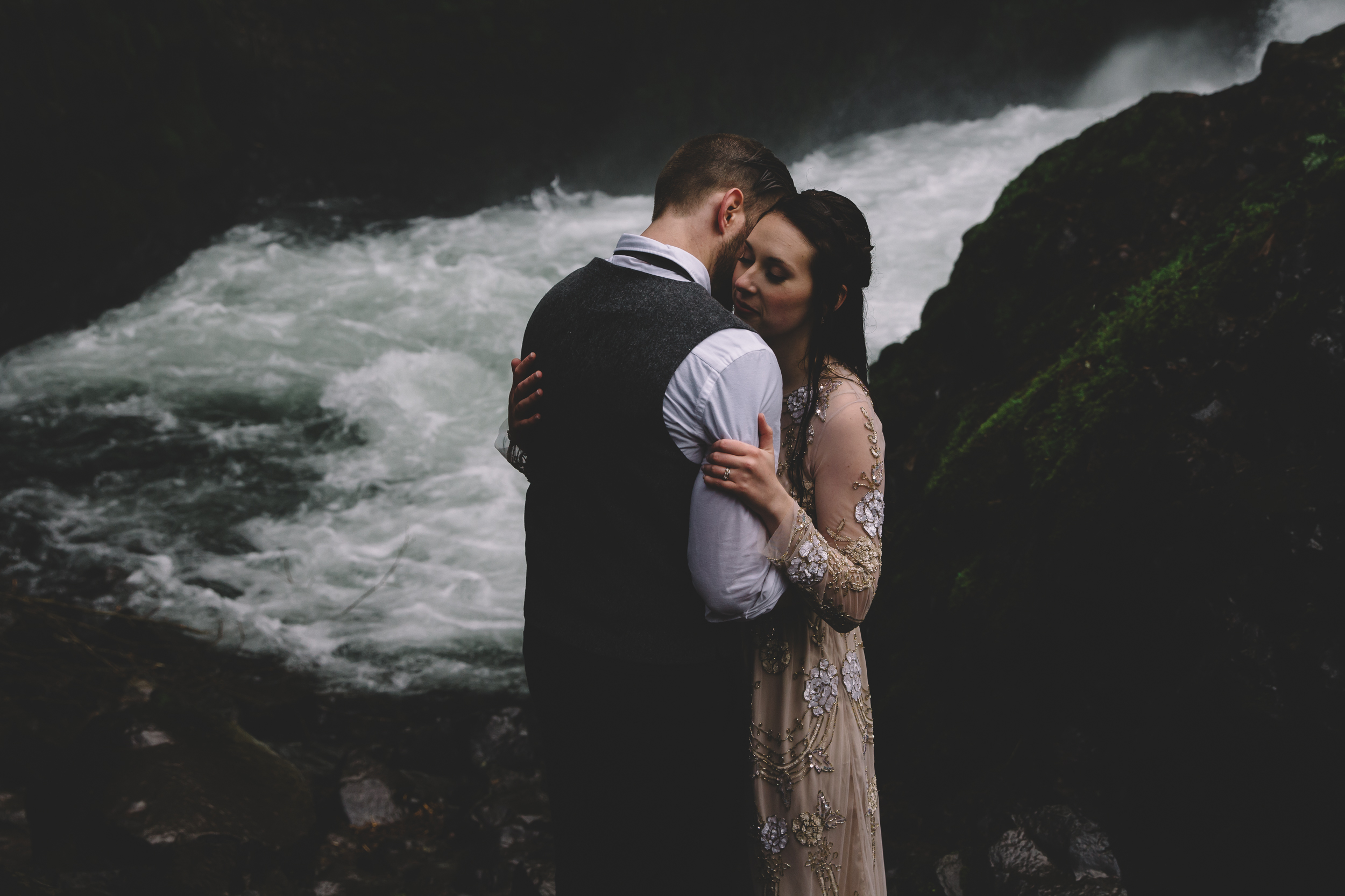 Columbia Gorge Elopement Photography-45.jpg