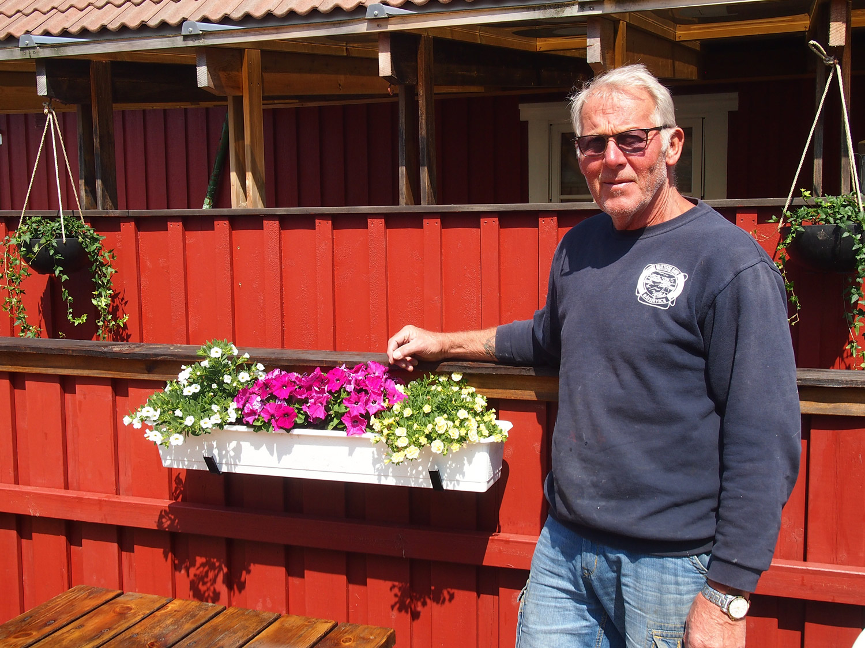 Yngvar Helgesen.Selv om Yngvar er vokst opp i Brattestøhavn, har han reist rundt på verdens hav i mange år som seiler.