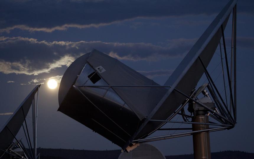 SETI S8. ATA Full Moon.jpg
