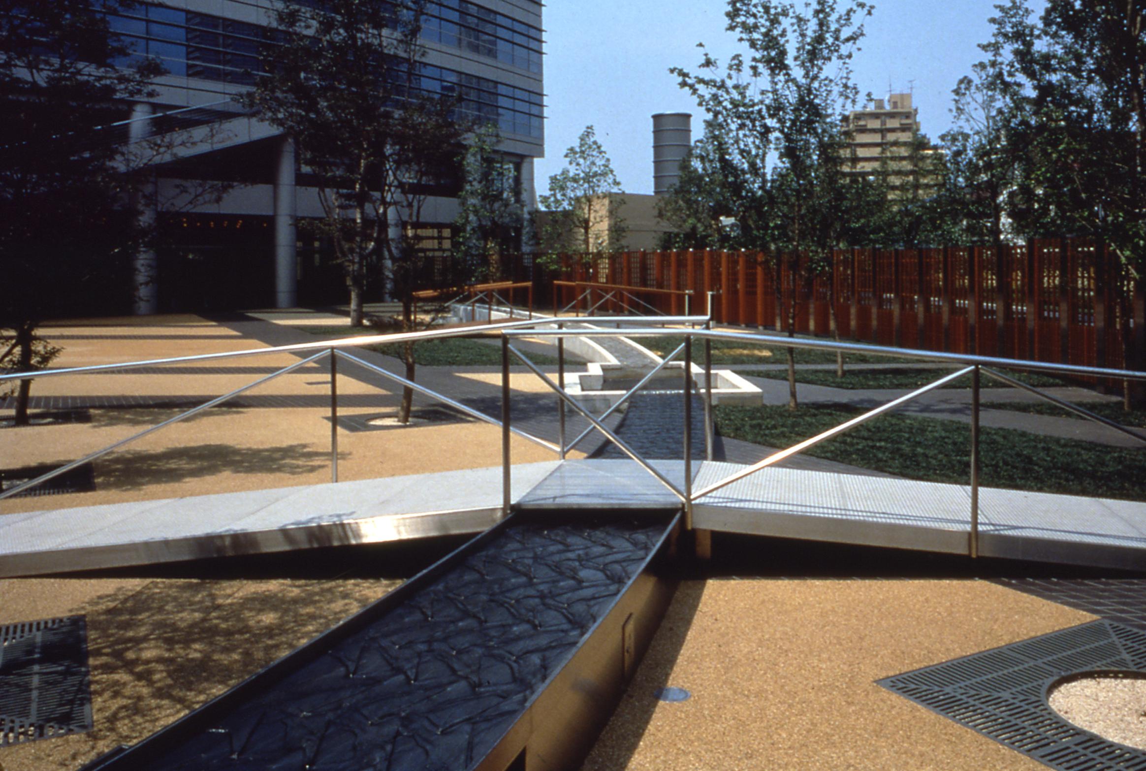 BA_ntt_photo bridge metal.jpg