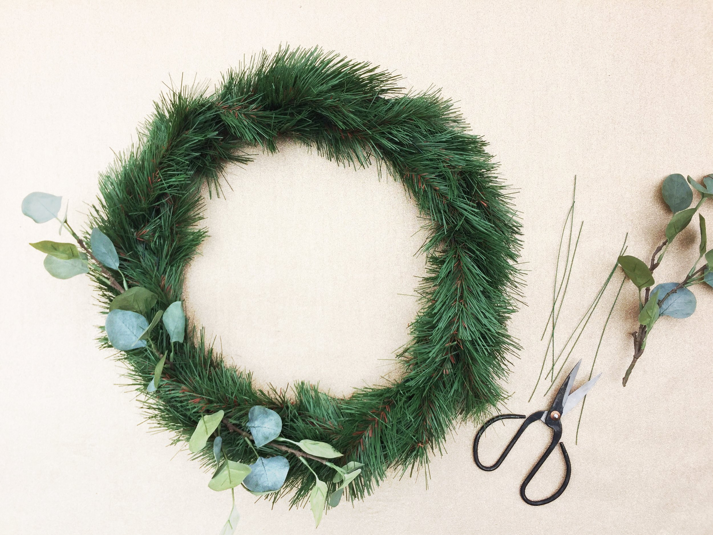 The Paper + Craft Pantry Winter Holiday DIY Round Up: Christmas Door Wreath