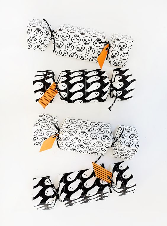 The Paper + Craft Pantry Blog: D.I.Y Halloween party poppers make for the best gift and fun activity for any event.