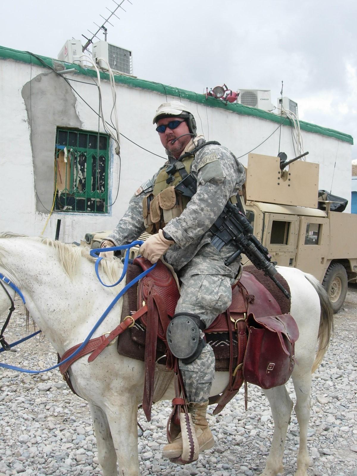 rick-bacon-riding-horse