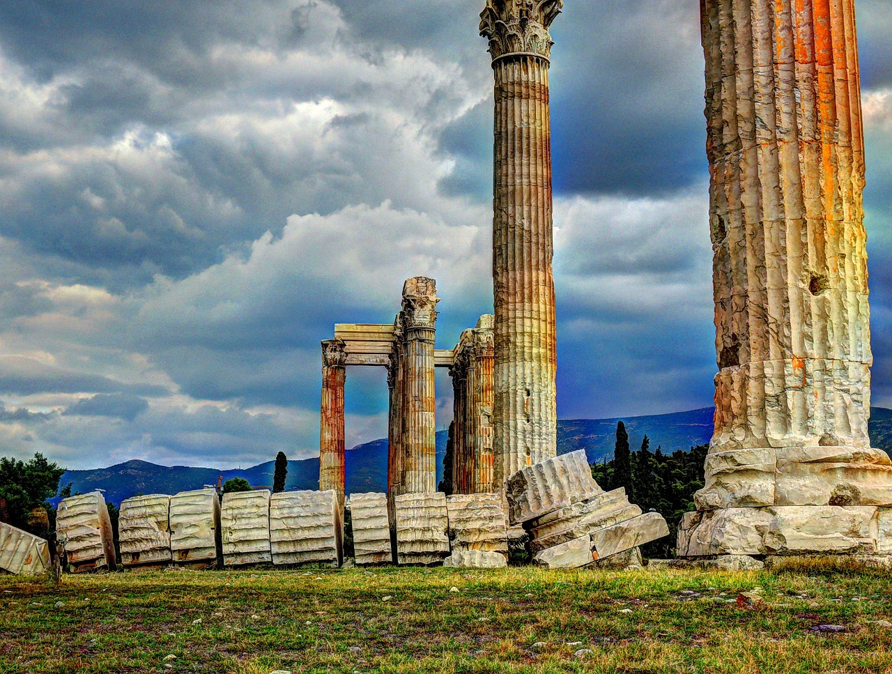 Picture of Temple of Olympian Zeus ruins in Athens