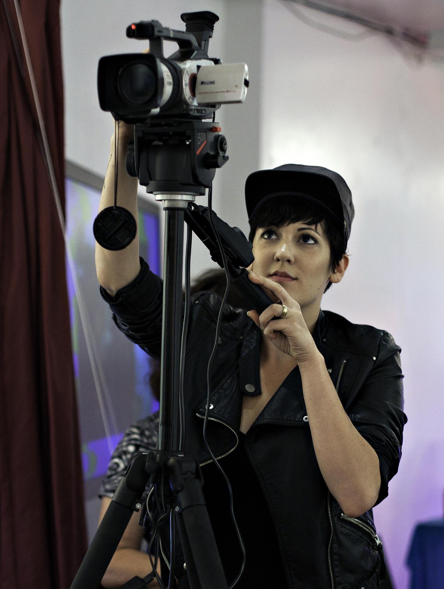_13_Vanessa+Camera.jpg