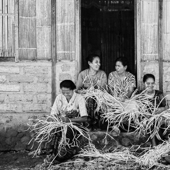 DuAnyam+womens+artisan+weaving+co-operative.jpg