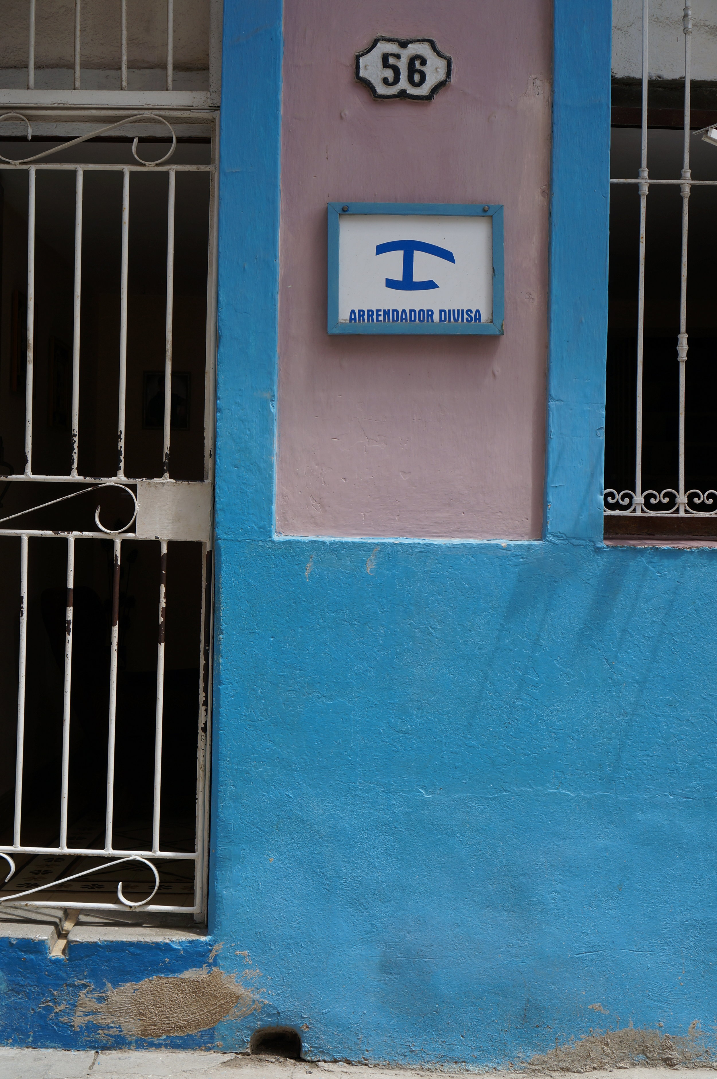 The sign indicating a Casa Particular (room for rent in private home)