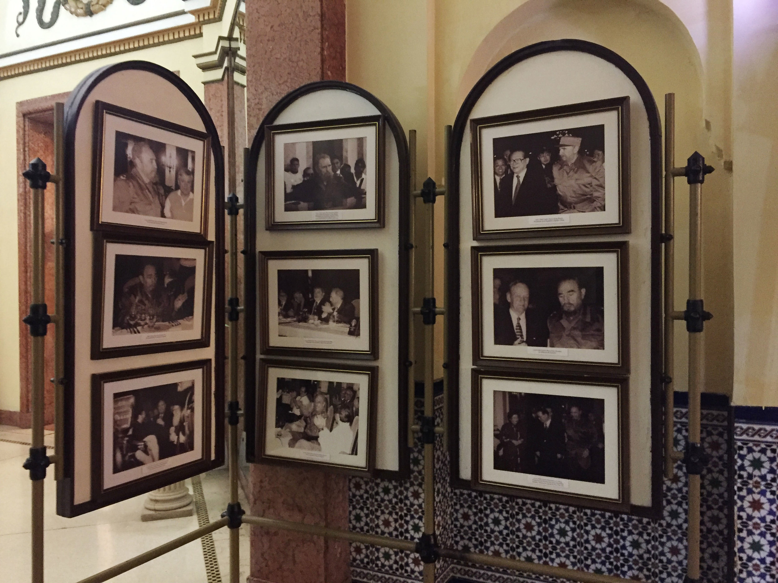 Photos of Fidel in the lobby...