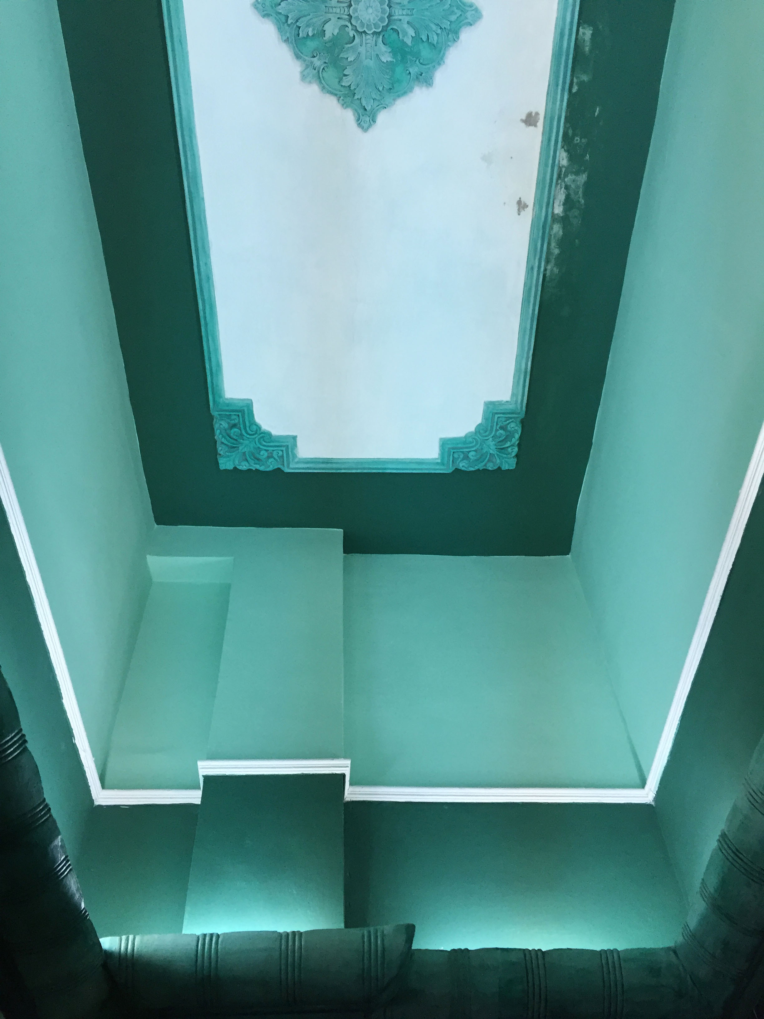 How intense is this bathroom ceiling?!