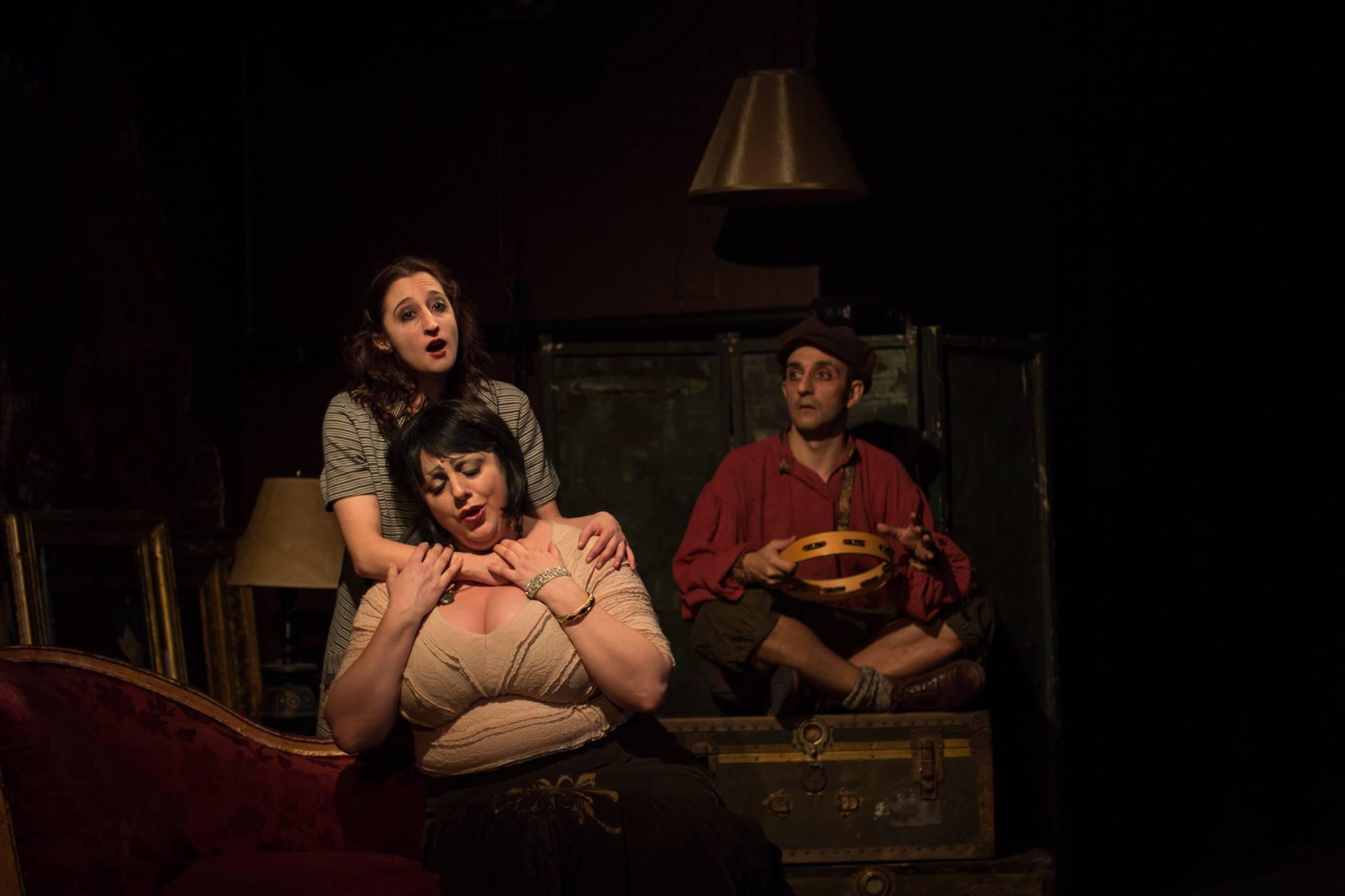 Lynda A. H. Paul (Monica), Janna Baty (Madame Flora), José Ramón Sabín Lestayo (Toby)