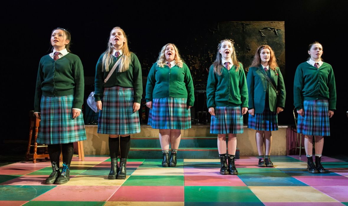 l to r: Frances Mayli McCann, Dawn Sievewright, Caroline Deyga, Kirsty MacLaren, Karen Fishwick, Joanne McGuiness (photo: Manuel Harlan)
