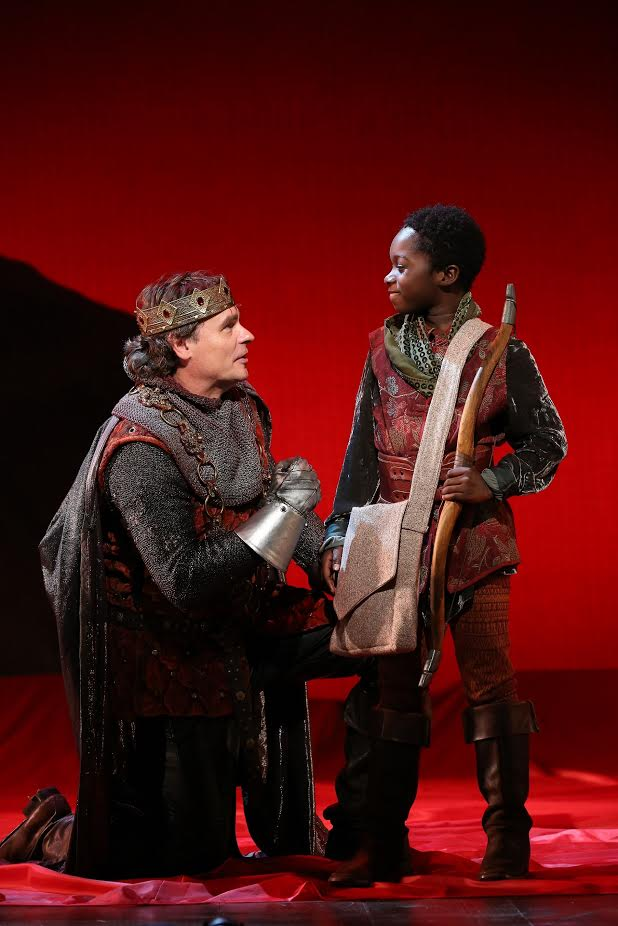 Arthur (Robert Sean Leonard), Tom (Sana Sarr) (photo: Carol Rosegg)