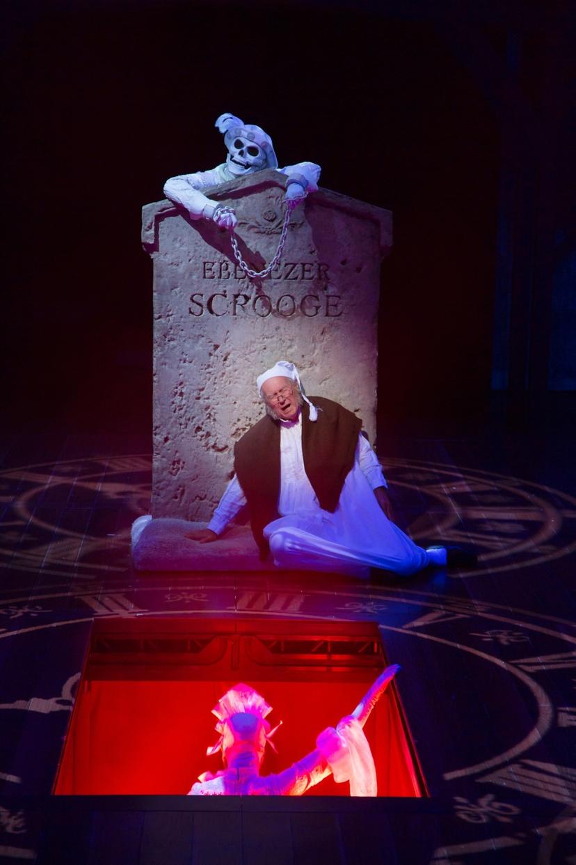 Ebenezer Scrooge (Bill Raymond) (photo: T. Charles Erickson)