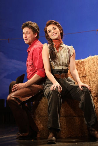 Curly (Rhett Guter), Laurey (Samantha Bruce) (photo: Diane Sobolewski)