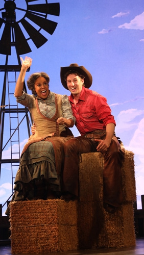 Aunt Eller (Terry Burrell), Curly (Rhett Guter) (photo: Diane Sobolewski)