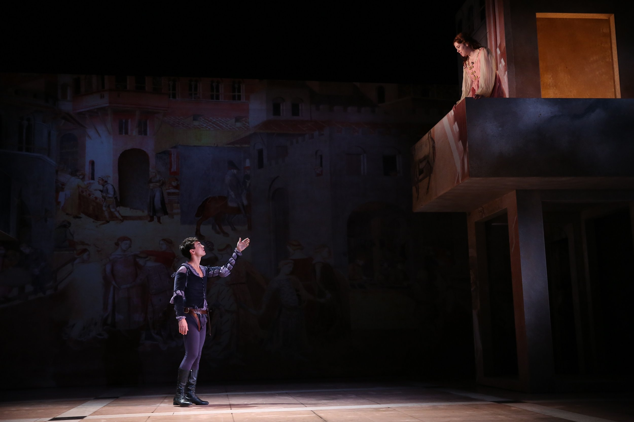 Romeo (James Cusati-Moyer), Juliet (Nicole Rodenburg); photo credits: Carol Rosegg
