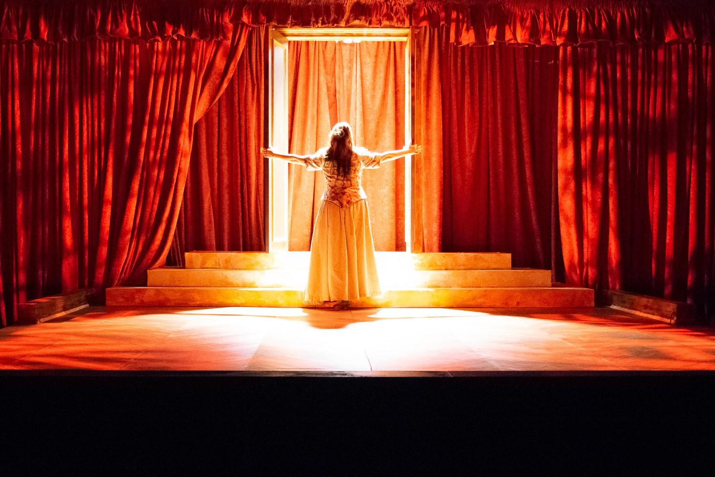 Olympe de Gouges (Rebecca Hart)