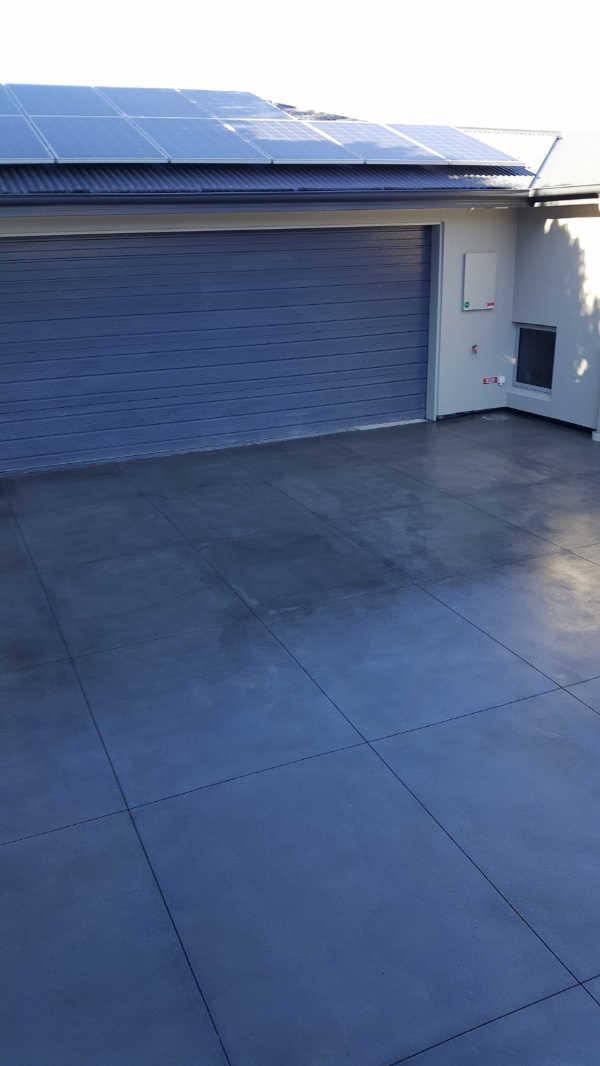 Bluestone-Colour-and-cut-concrete-Christchurch-Driveway (2).jpg