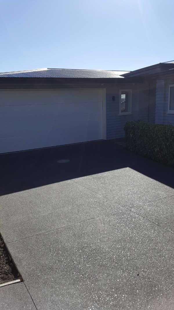 Exposed-aggregate-concrete-patio-1 (2).jpg
