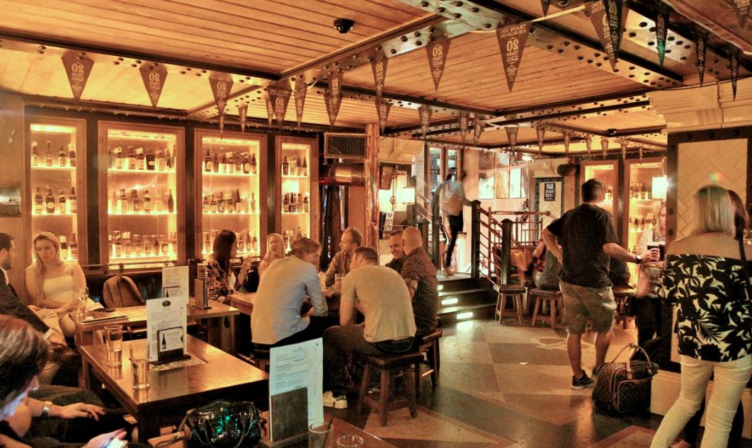 Dingle Whiskey Bar 01.png