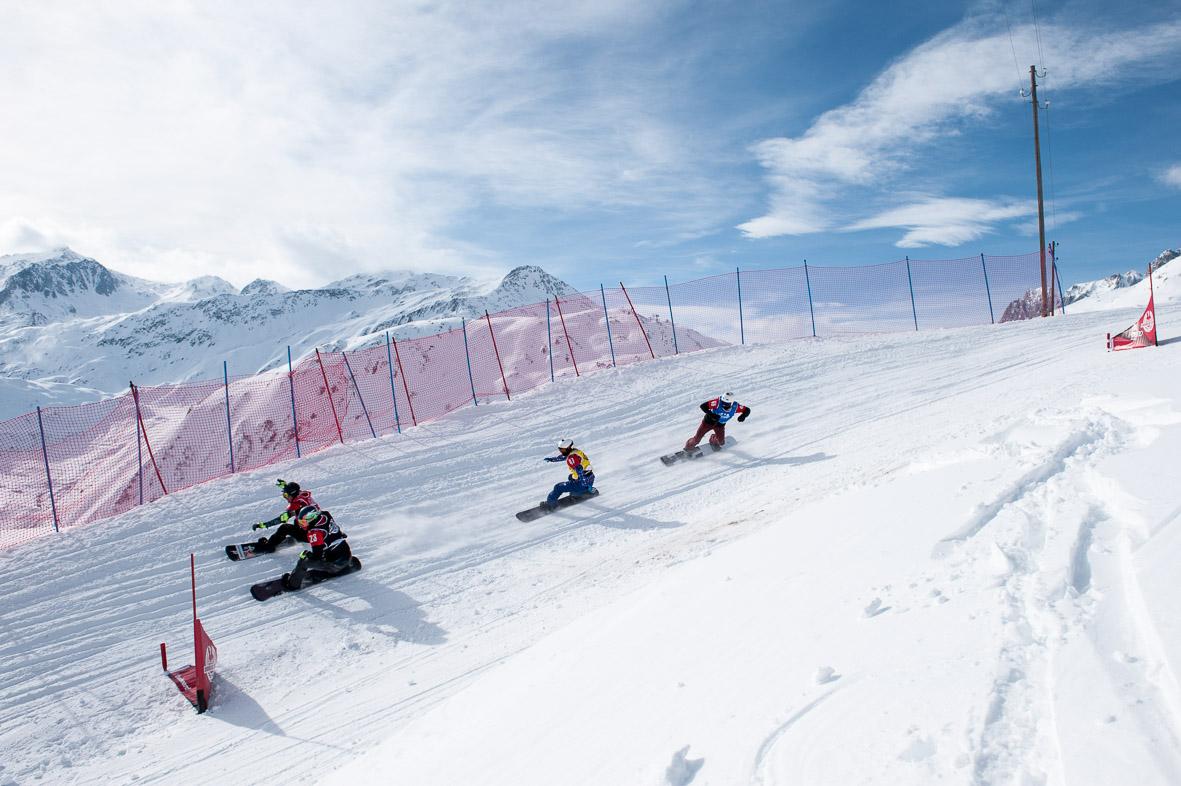Dávid még az előző versenyén a svájci Sedrunban, kék trikóban a negyedik helyen (Fotó: michael donadel   mikadoformat.com)