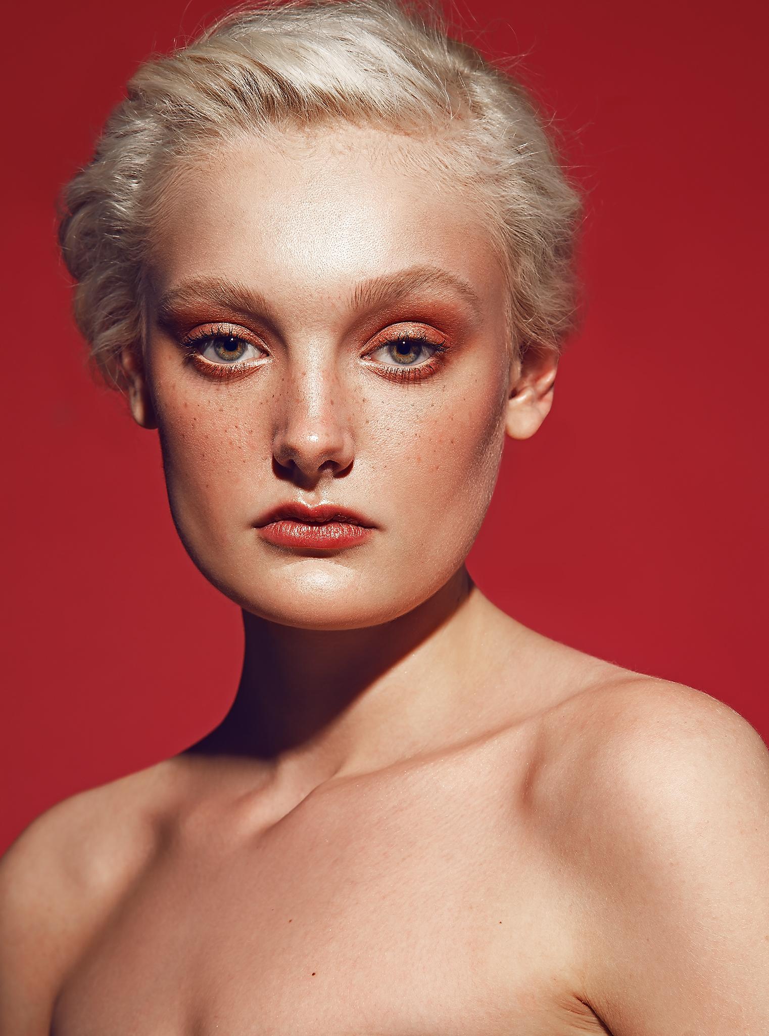 Beauty-Photography-by-beauty-Photographer-Dana-Cole-Red-makeup-fashion-model-heartbreak-models-profoto-blonde-model-red-lips-beauty-photo-colorful-makeup.jpg