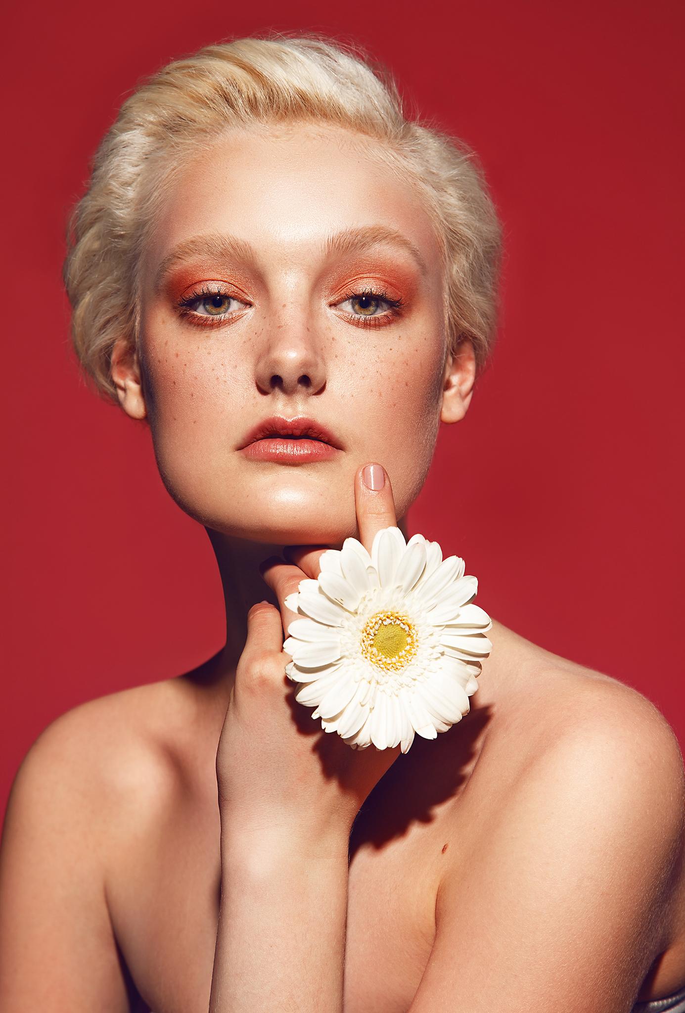 Beauty-Photography-by-beauty-Photographer-Dana-Cole-Red-makeup-fashion-model-heartbreak-models-sunflower-profoto-blonde-model-red-lips-beauty-photo-colorful-makeup-skin.jpg