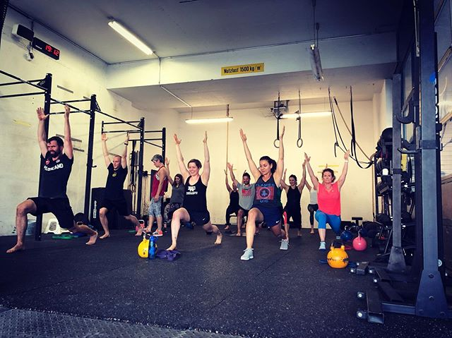 Zeit für #yoga bei @zurichnordcrossfit ♥️