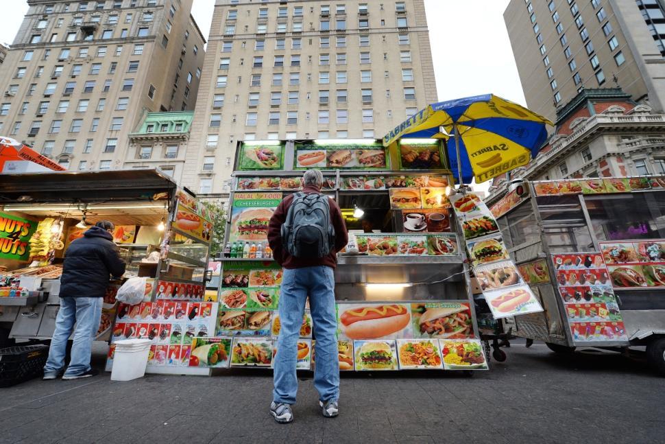 New York City food carts offer cuisine on the run.(www.citi.io)