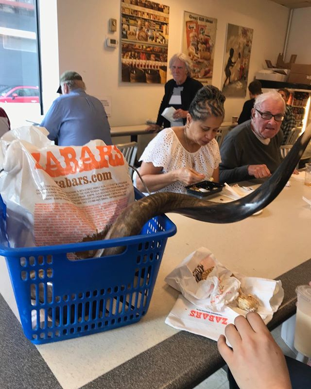 Where else but at Zabar's Cafe on the day before Yom Kippur,could you find a shofar (ram's horn) sharing a basket with a bag of bagels? . . . #zabars, #yomkippur, #bagels, #upperWestside, #nyc, #newyorkcity, #happynewyear, #synagogue, #bagelsandlox, #jewish