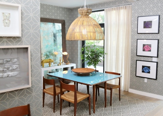 Jillian's dining area in Episode 9 of Get a Room with Carson and Thom