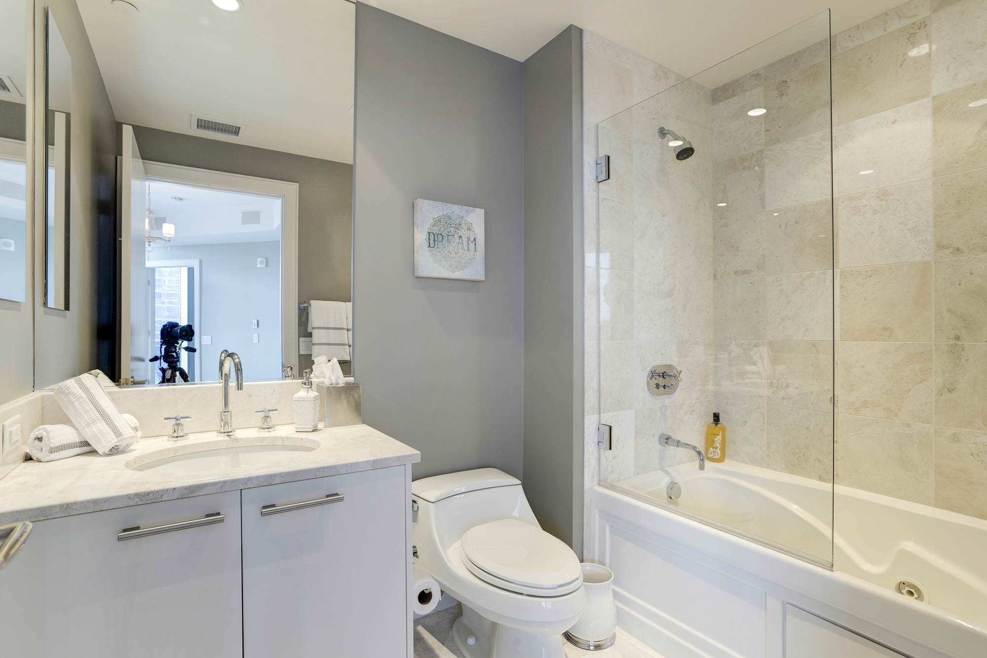 En Suite Bathroom with Jetted Tub