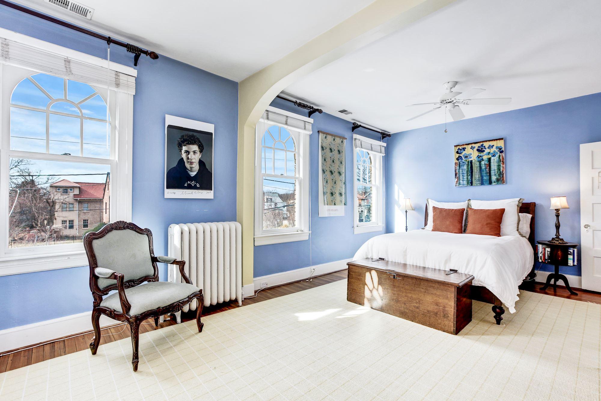 Tranquil Master Bedroom with En Suite Bath