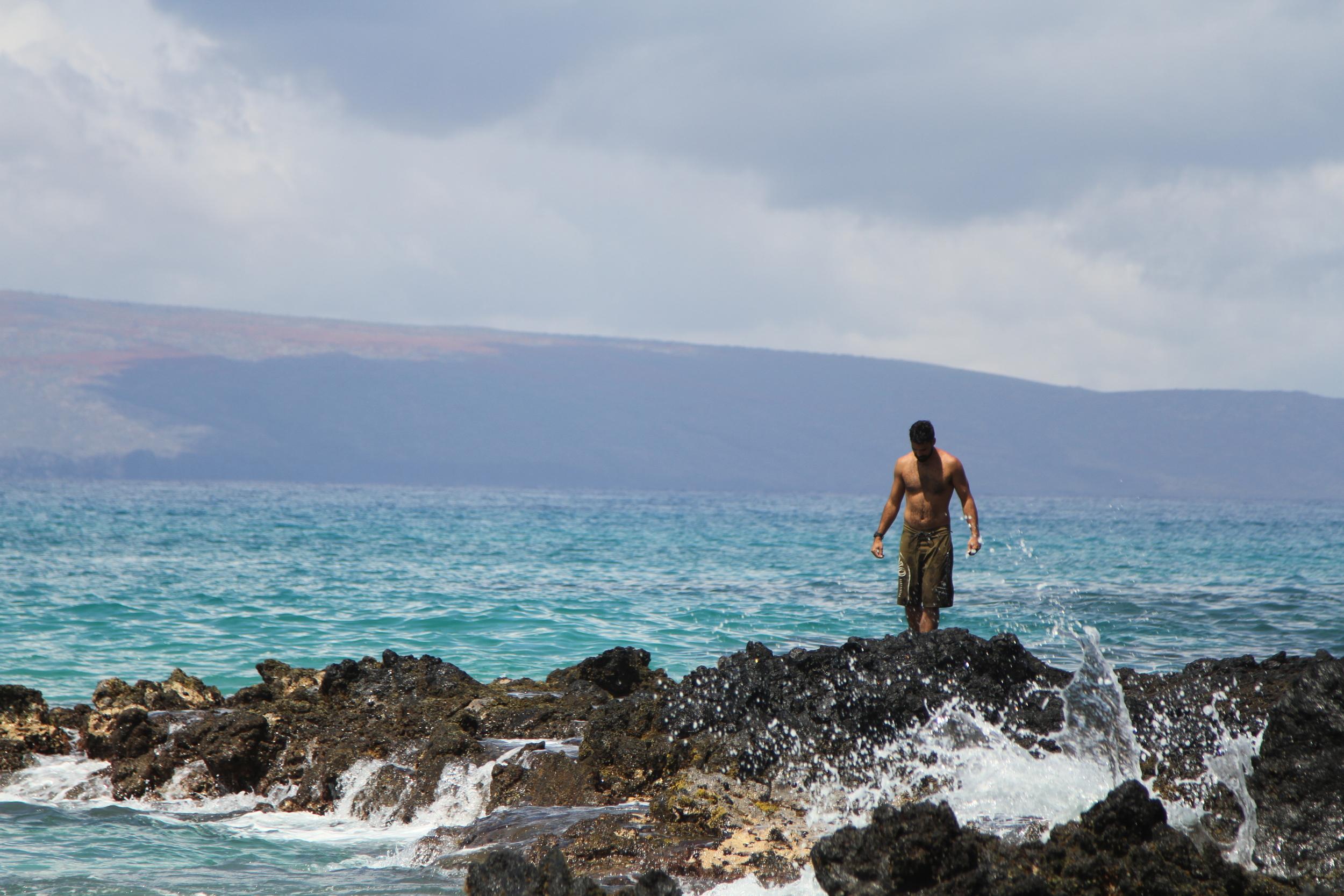 Kainoa on the rocks
