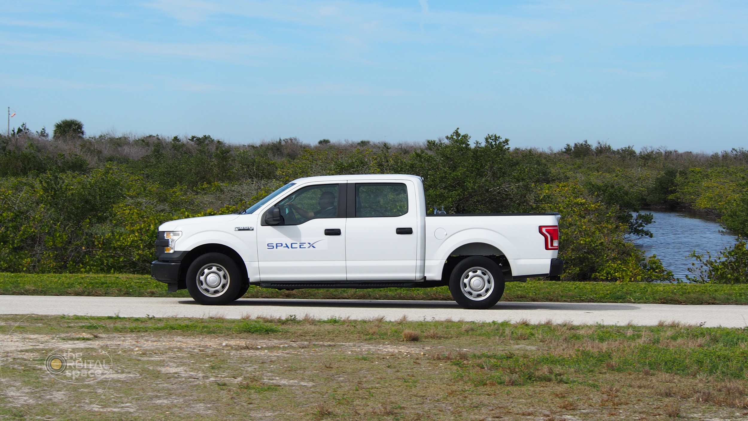 SpaceX truck drives toward Falcon Heavy at LC-39A
