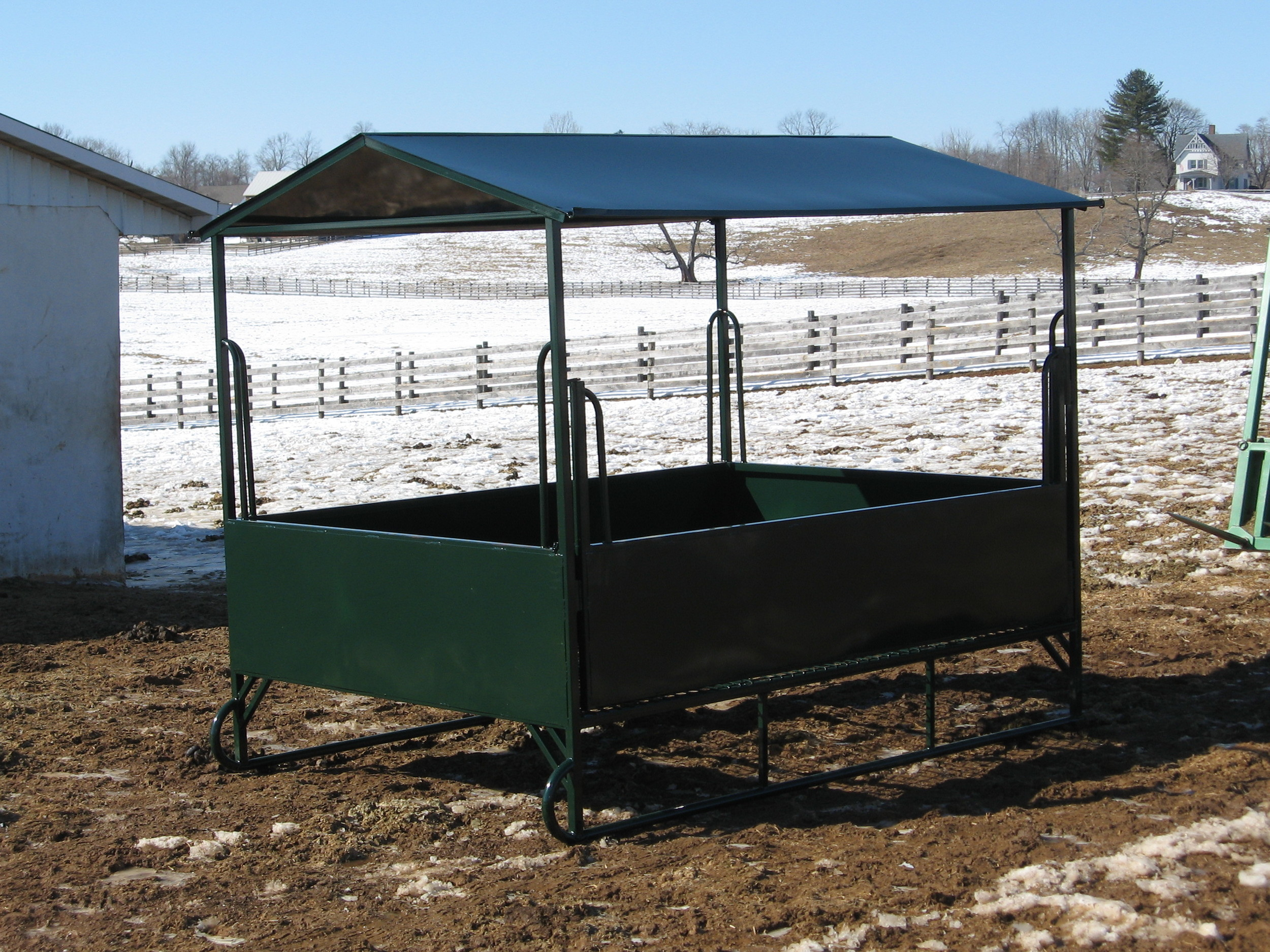 Rectangular Feeder with Mesh Floor on Skids without Tombstones