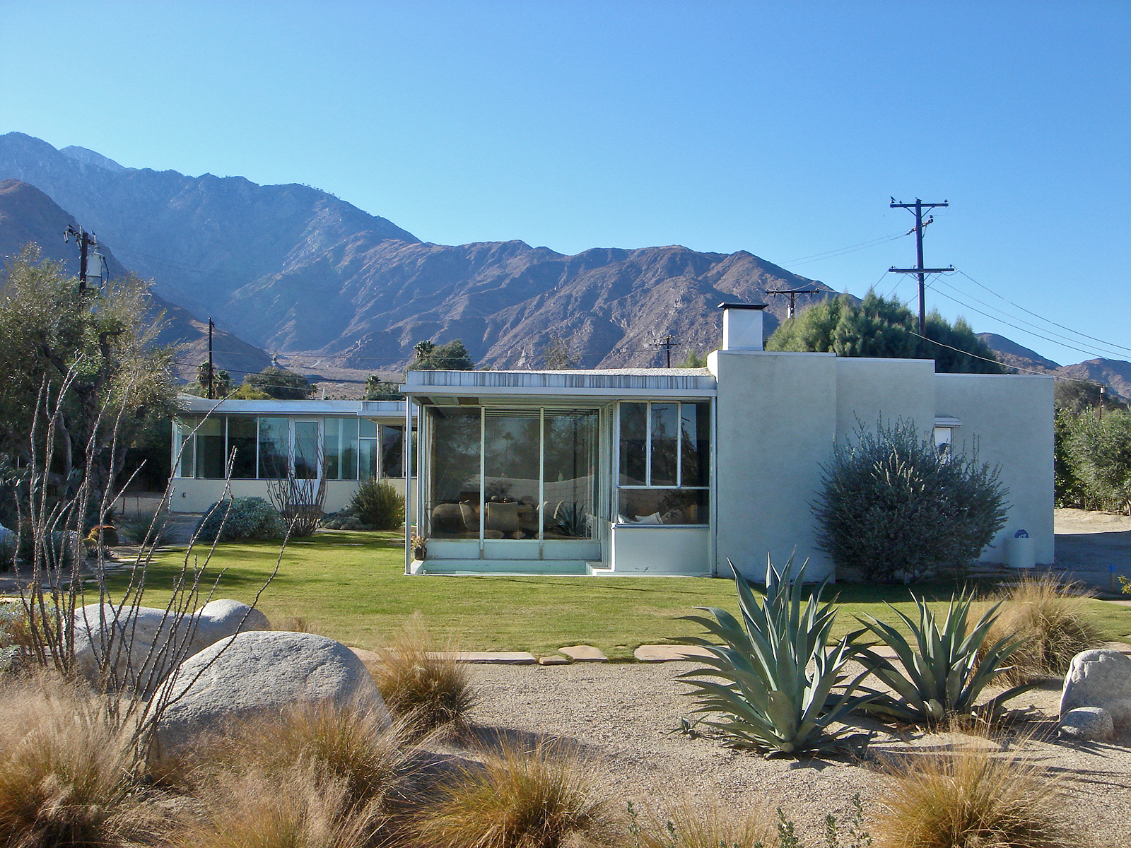 """Picture of the Miller House, home designed by  Richard Neutra; a """"Desert Modern"""" home, built 1937. Photo:  Yuval Y ."""
