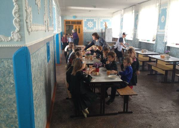 We got to eat our quite tasty lunches in Lutsk with a group of school children.