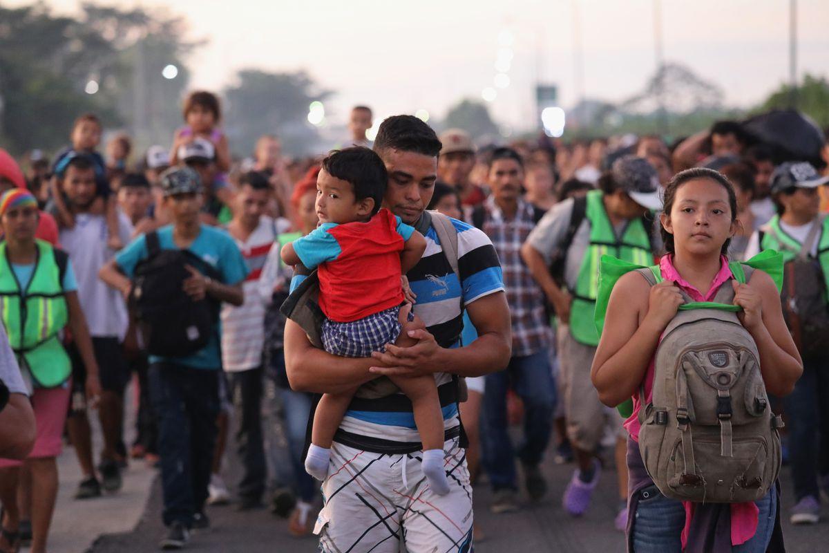 Migrant Caravan 02.jpg