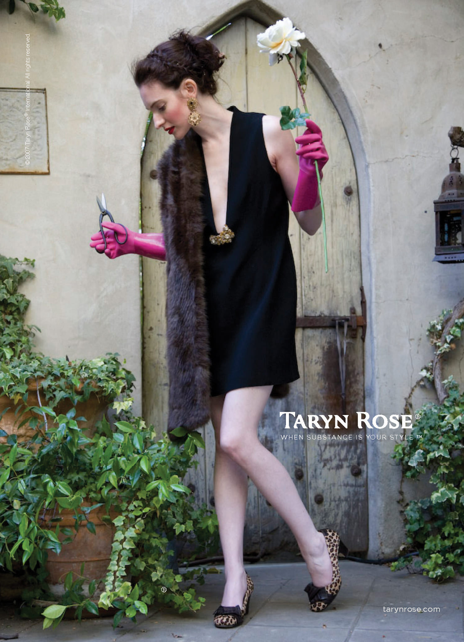 Taryn_Rose_Shoes_poster__premium_line_Pink_Gloves.jpg