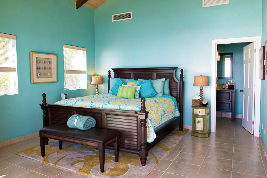 Bedroom 1 • King Bed