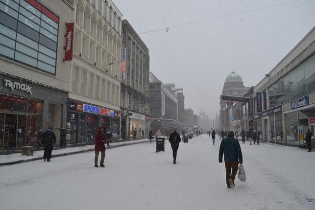 Red Alert - workers forced to work in April snow combined to shut fast-food outlets