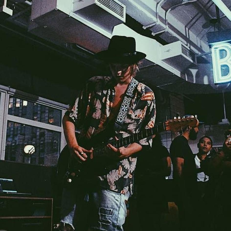 Willy Duefunk Guitar Triller.jpg