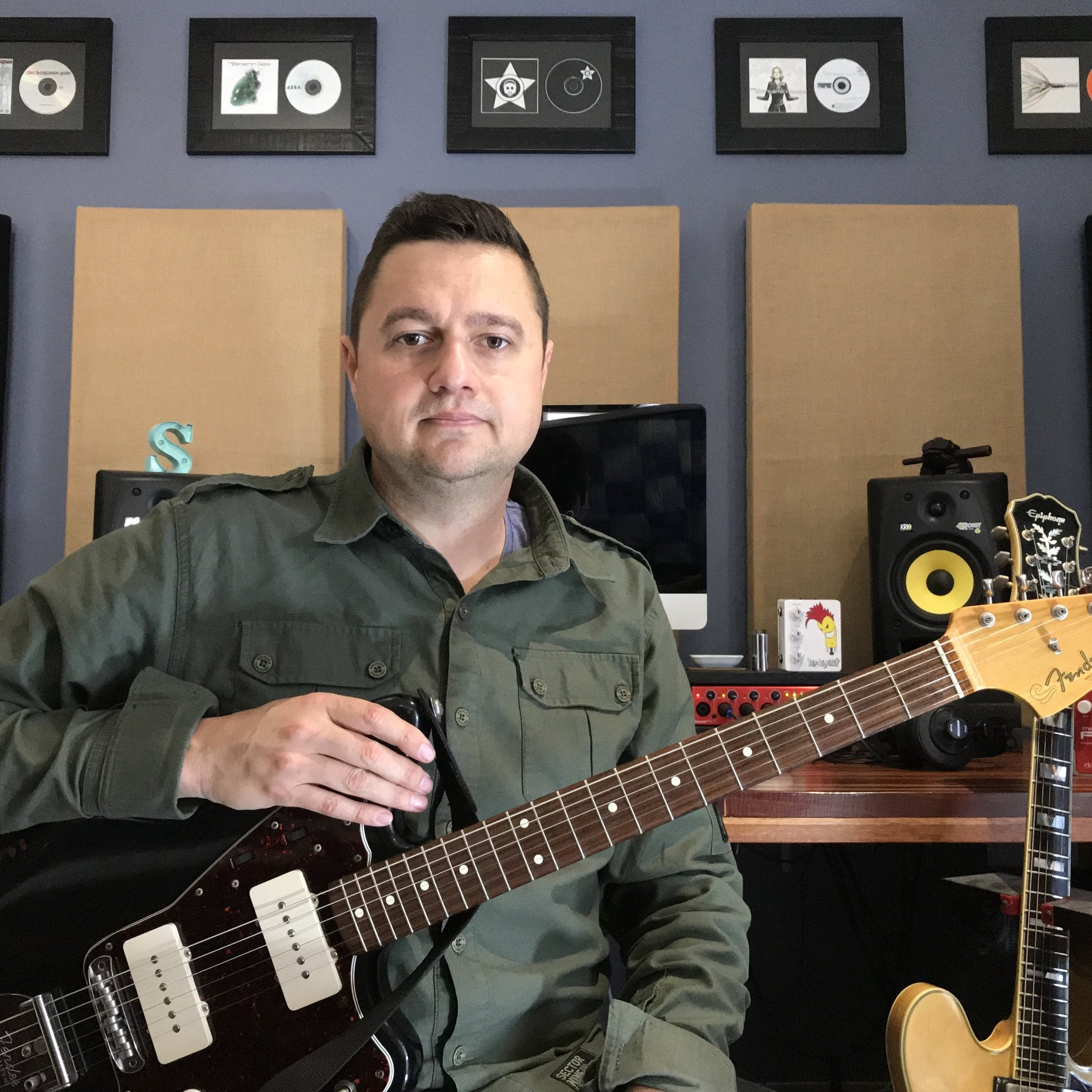 Marc Pautz plays Guitar Triller.jpg