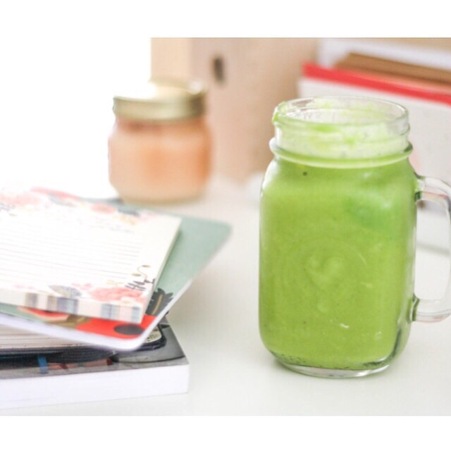 My trusty To-Do list and Gorgeous Mama Green Smoothie!