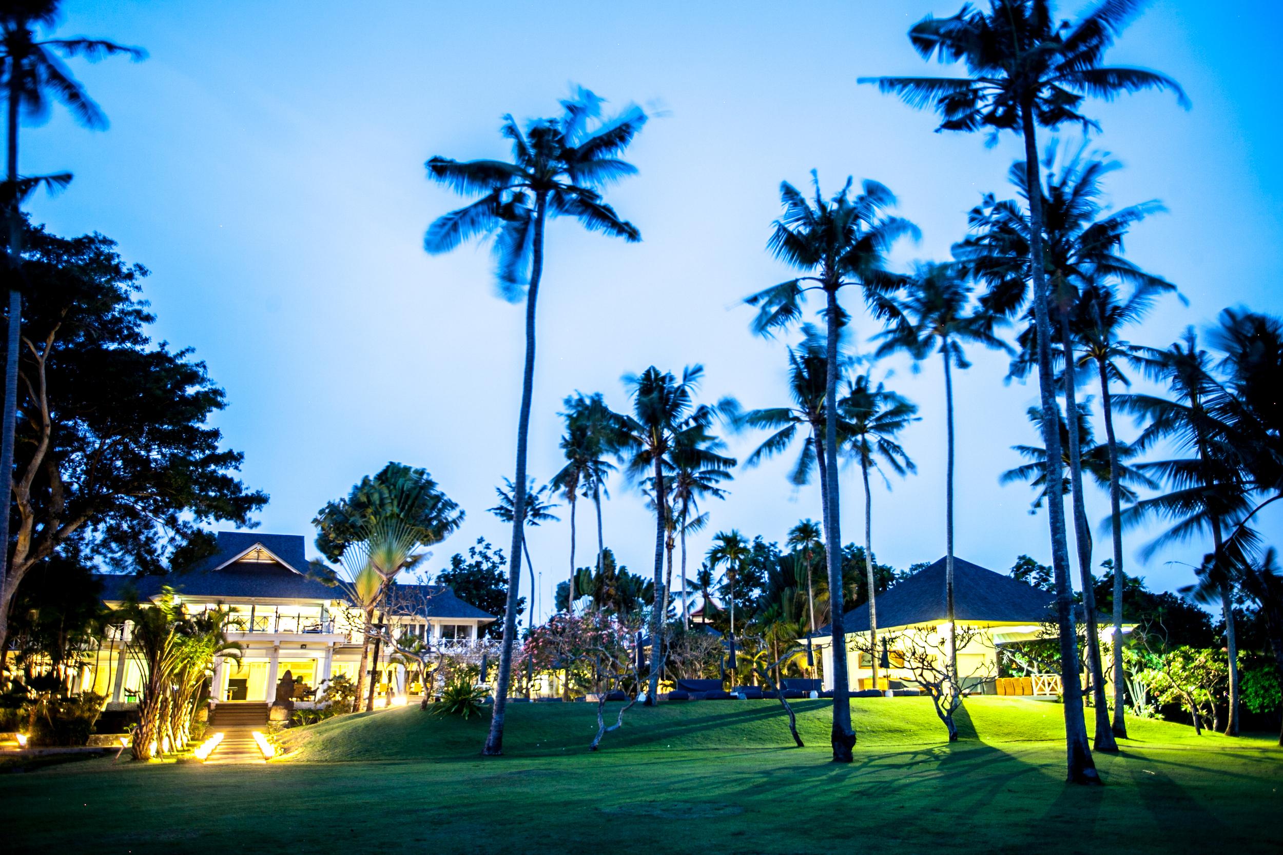 Villa Gajah Putih Lawn Night _ Aisle.JPG