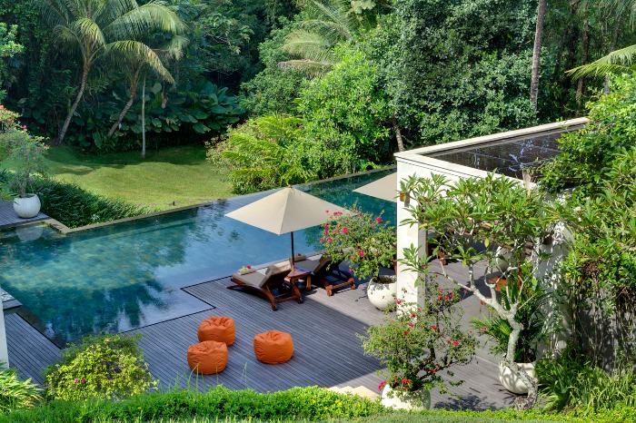 garden-pool-and-bean-bags.jpg