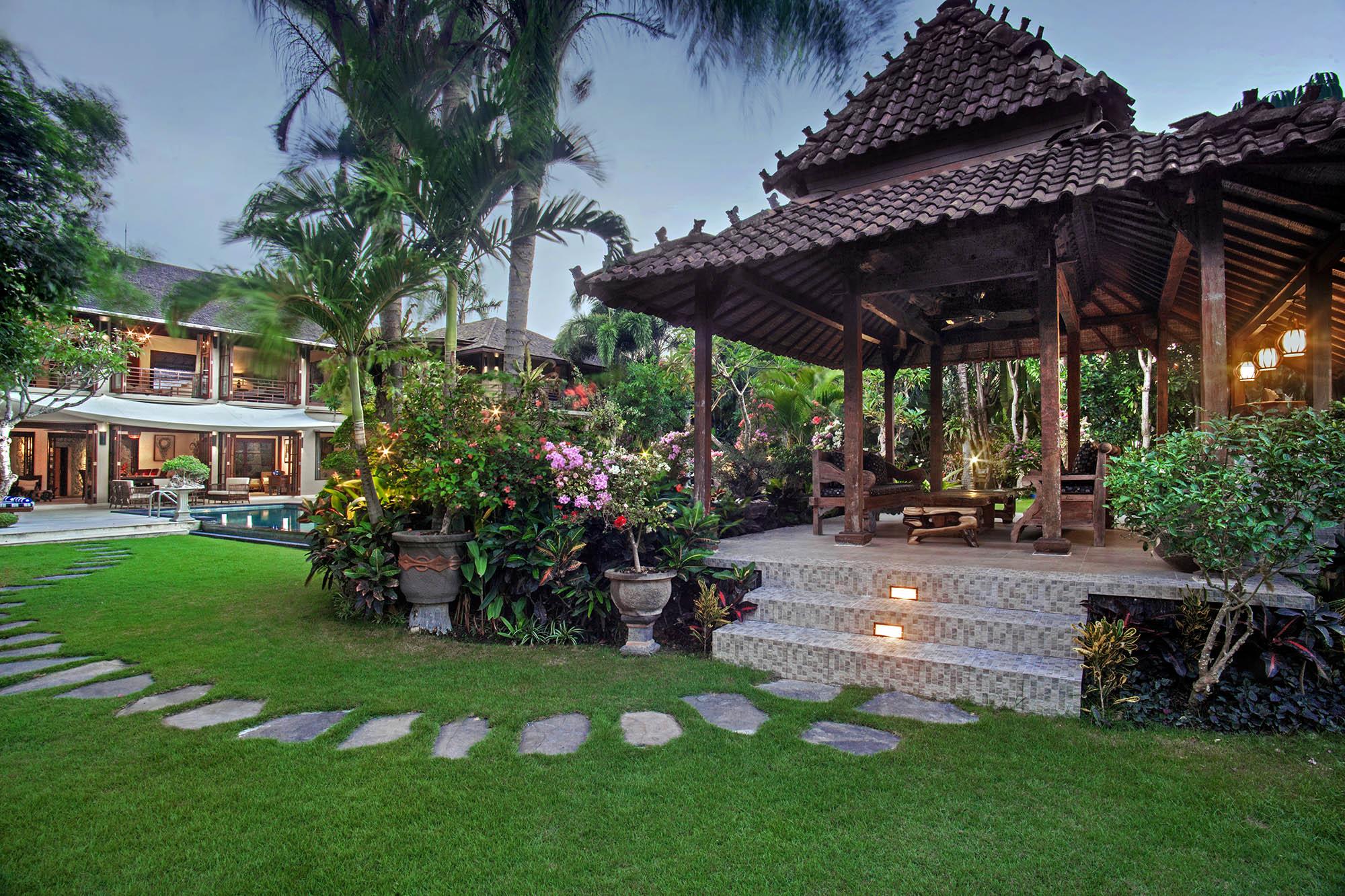 villa-avalon-main-house-garden-joglo.jpg