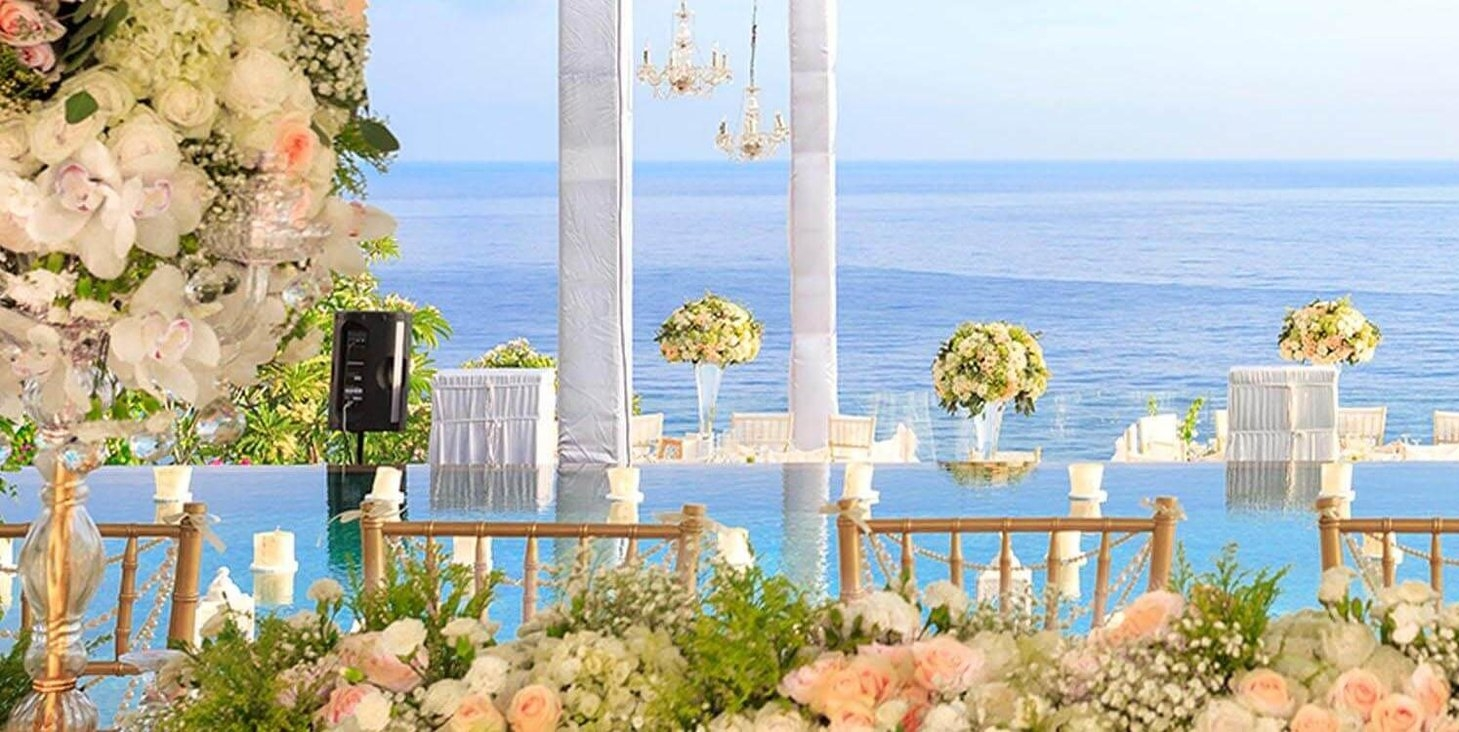 Pandawa Cliff Estate - Exquisite flower arrangements.jpg